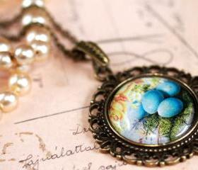 Robins nest necklace, glass birds nest pendant, pendant necklace, birds egg necklace