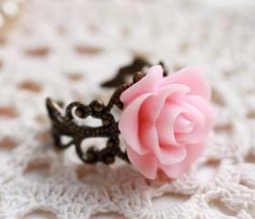 Pink resin rose ring, pale pink rose ring, resin flower ring, rose cabochon ring, romantic ring, Victorian rose ring